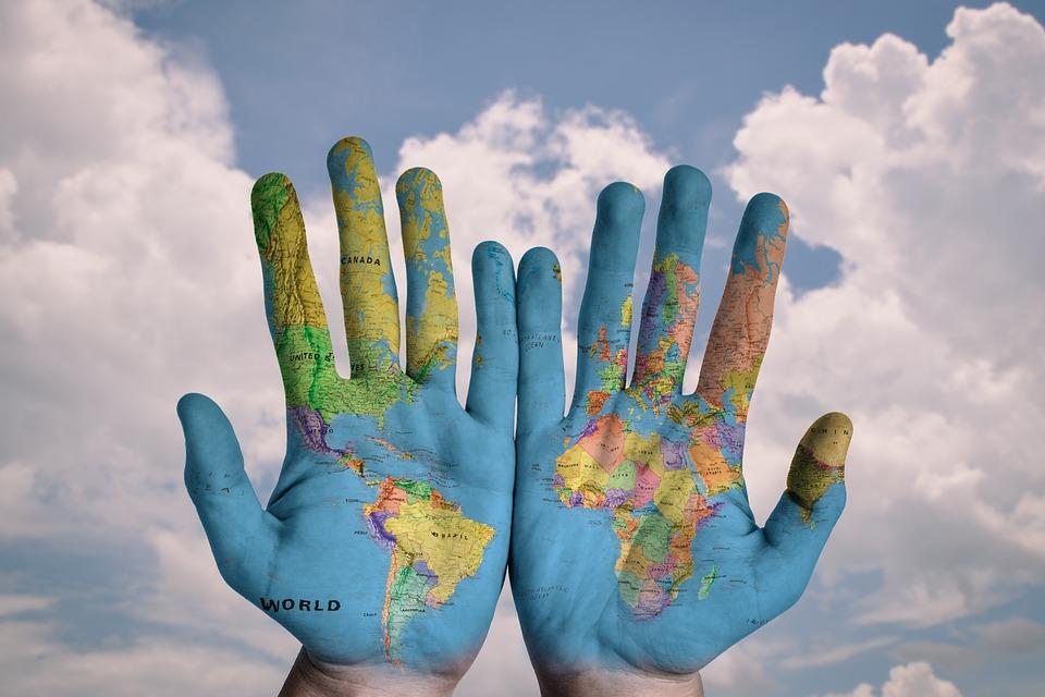 mapa na rukách